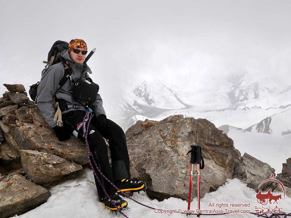 Возле вершины пика Петровского (4830м). Памир, Кыргызстан