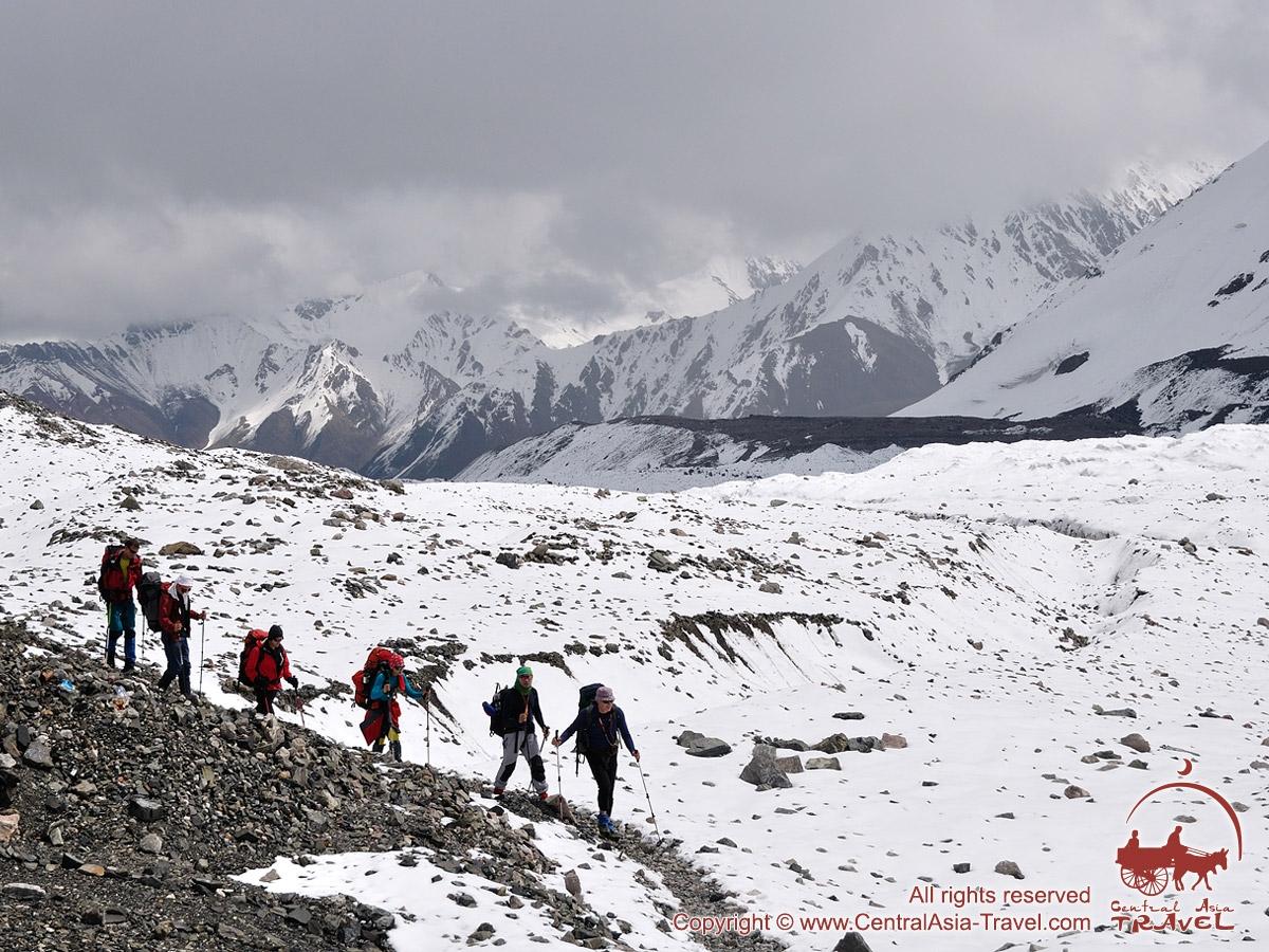 По дороге в первый лагерь. Пик Ленина, Памир, Кыргызстан