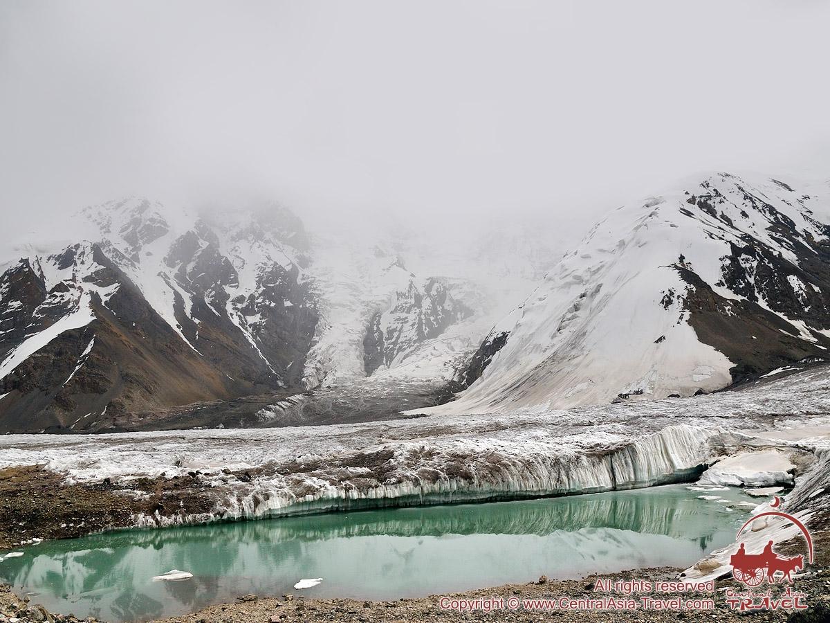 Озеро около первого лагеря (4400м). Пик Ленина, Памир, Кыргызстан
