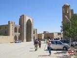 Медресе Абдулазиз-Хана (XVII в.) и медресе Улугбека (XV в.). Бухара, Узбекистан