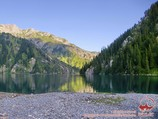 El lago Sary-Chelek. Cordillera de Chatkal, Kirguistán