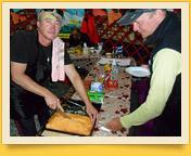 Verpflegung in den Basislagern der Firma «Central Asia Travel». Pik Lenin, Pamir, Kirgisistan