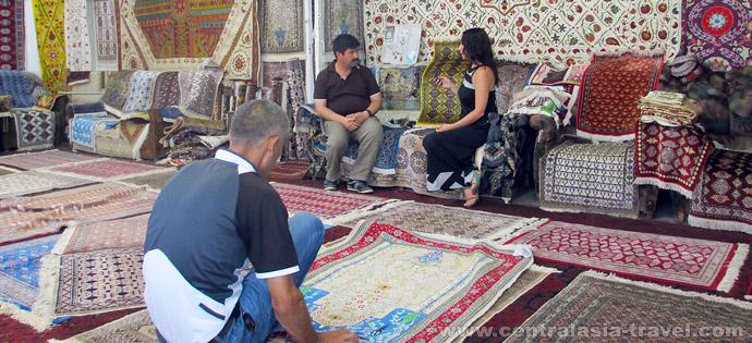 Самаркандская ковровая фабрика «Худжум»