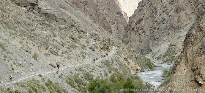 Approach under Uponim pass along Karavshin river