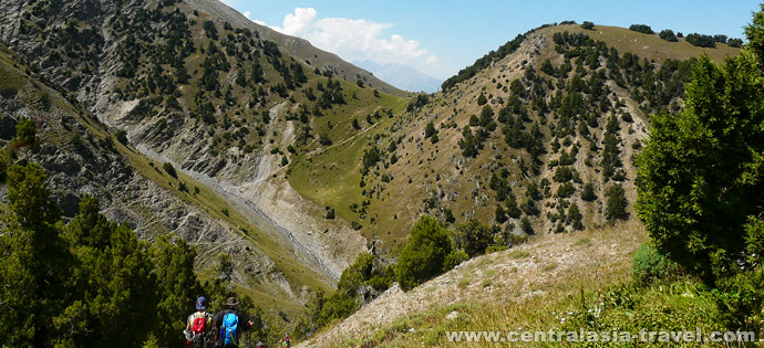 Descent to Boljuma river and further to Uzgarysh village