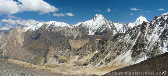 Descent to the Orto-Chashma river valley