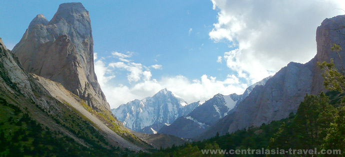 Walk along the Ak-Suu river gorge to the foot of Slesov, Tisiacheletiye Krestcheniya Rusy, Russkaya Bashnia peaks