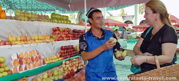 Uzbek fruits. Fruits in Uzbekistan. Chorsu bazaar in Tashkent. Bazaars of Uzbekistan. Tour to Uzbekistan