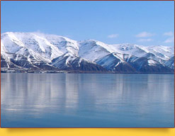 Зимний вид горного озера. Армения