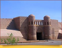 Городские стены Ичан-Калы - Южные ворота Таш-Дарваза. Хива, Узбекистан