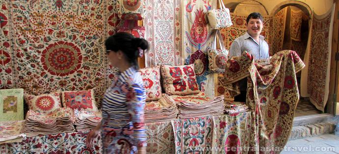 Productos de alfombras. Bukhara, Uzbekistán, viaje a uzbekistán, viaje gastronómico, gran ruta de la seda