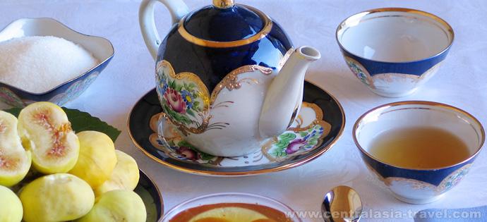 Service à thé. circuit en ouzbekistan, circuit gastronomique, voyage gastronomique, ouzbekistan voyage, cuisine ouzbeke, cuisine orientale
