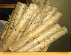 Свитки готовой бумаги. Самаркандская бумажная мастерская. Самарканд, Узбекистан