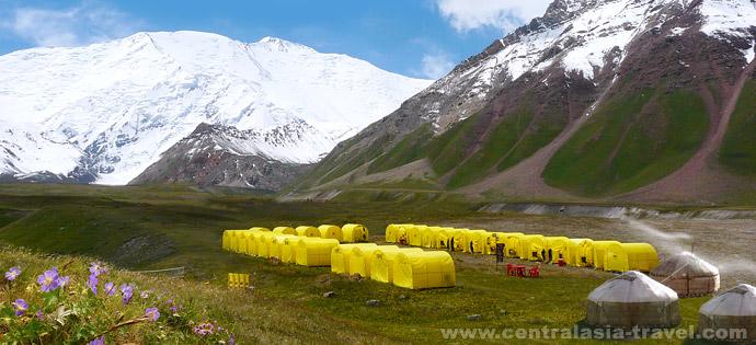 Campo Base bajo el Pico Lenin (3600 m)