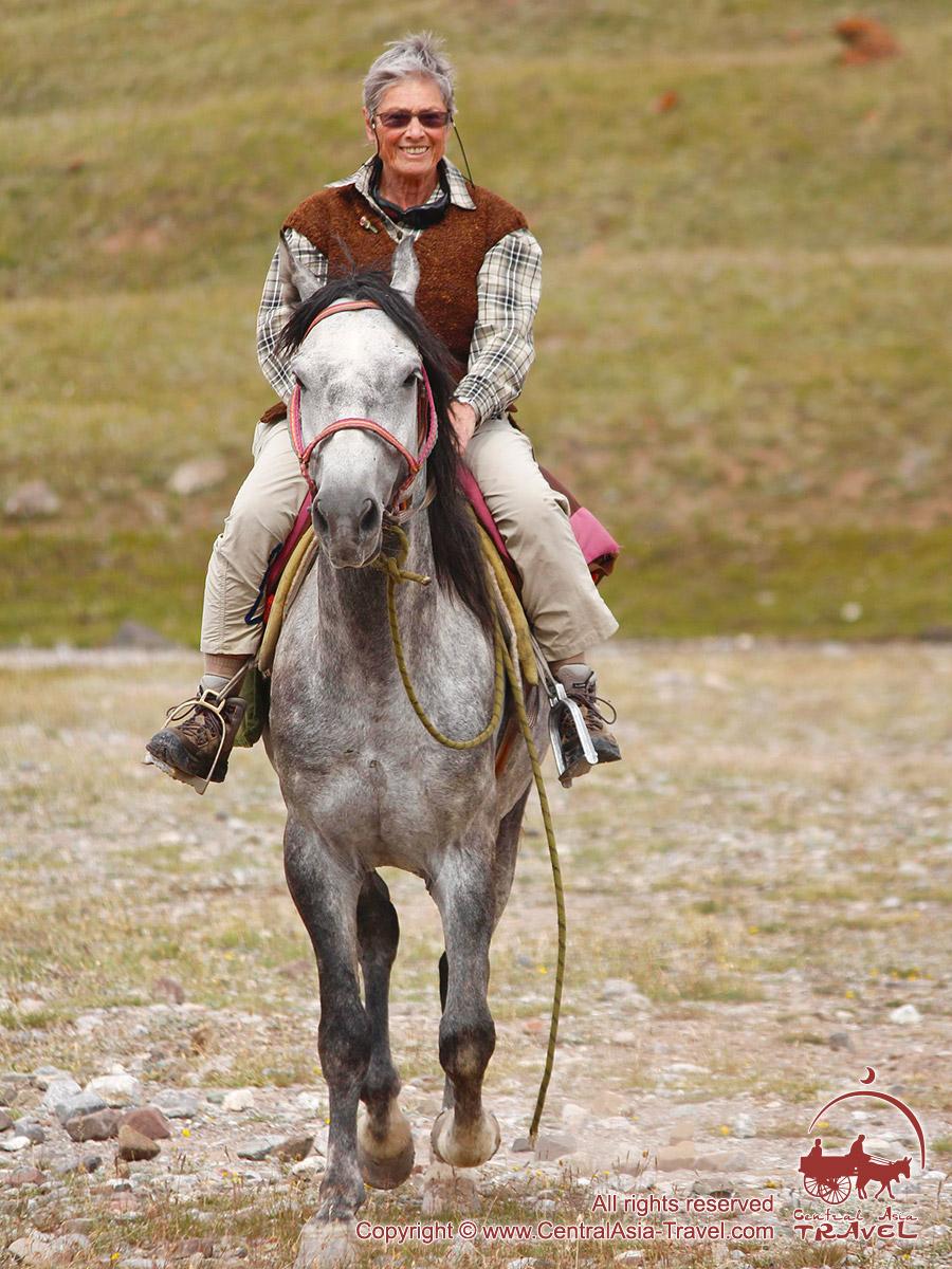 Катание на лошаадях. Район Базового лагеря компании «Central Asia Travel». Пик Ленина, Памир, Кыргызстан