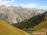 Спуск к озеру Сары-Челек с перевала Ашуу. Тянь-Шань, Кыргызстан
