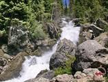 Водопад около озера Каракамыш. Тянь-Шань, Кыргызстан