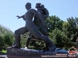 Monumento «Muzhestvo» (Monumento «Hombría»)