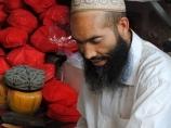 Изготовление национальных головных уборов. Кашгар, Китай
