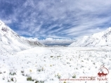 Neige. Camp de base (3600 m) de la compagnie «Central Asia Travel». Pic Lénine, Pamir, Kirghizstan