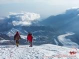 Спуск с вершины Раздельная (6148м). Пик Ленина, Памир, Кыргызстан