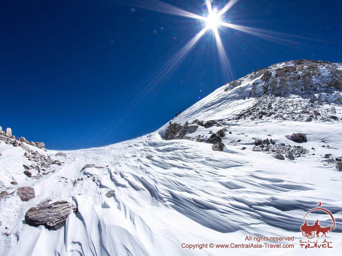 Выход на плато Парашютистов (6900 м). Пик Ленина, Памир, Кыргызстан