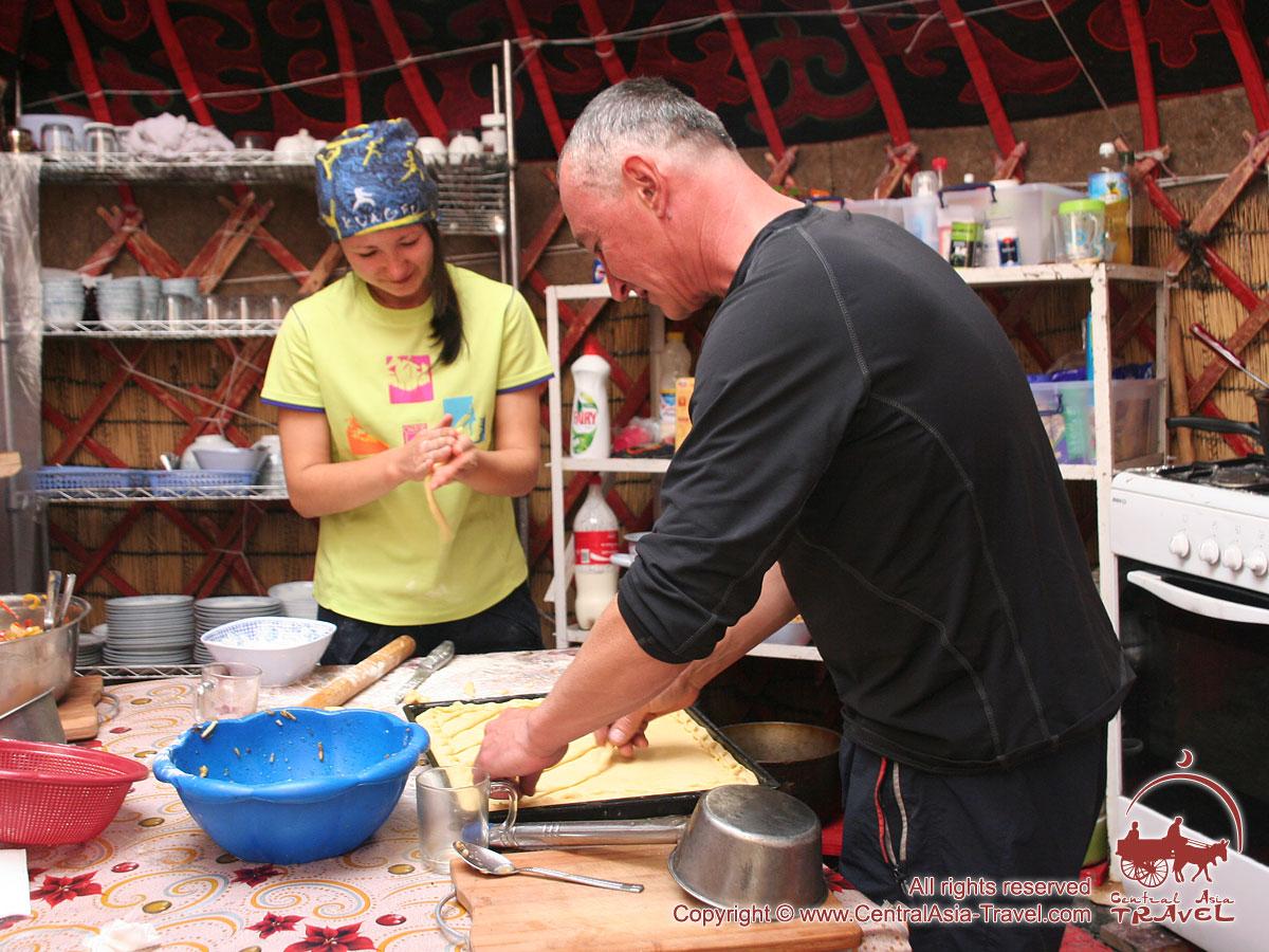 Кухня в первом лагере (4400м). Пик Ленина, Памир, Кыргызстан