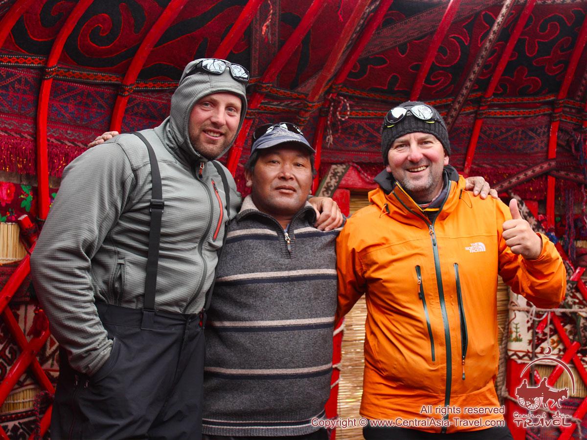 Первый лагерь (4400 м). Пик Ленина, Памир, Кыргызстан