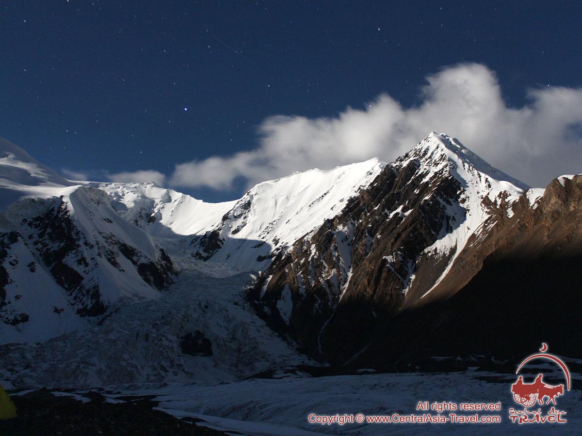 Горы в лунном свете. Пик Ленина, Памир, Кыргызстан