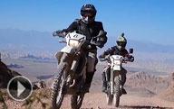 Voyage sur les motocyclettes à travers le Kirghizistan