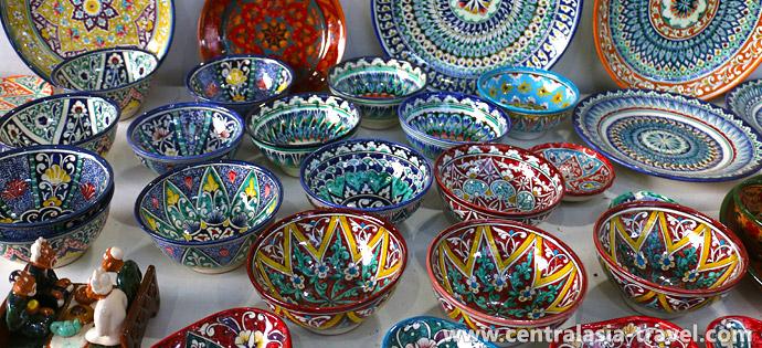 Productos de seda. Margilan, Uzbekistán, Valle de Ferganá, viaje a Uzbekistán