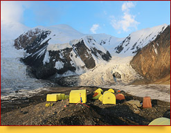 Лагерь 1 (4400 м) компании Central Asia Travel. Пик Ленина, Памир, Кыргызстан