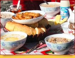 Petit dejeuner. Menu de chaque jour du camp de base et du camp 1