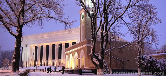 Campaneo. Tashkent, Uzbekistán. Uzbekistán, viaje a Uzbekistán, viaje de Aňo Nuevo, viaje de Navidad