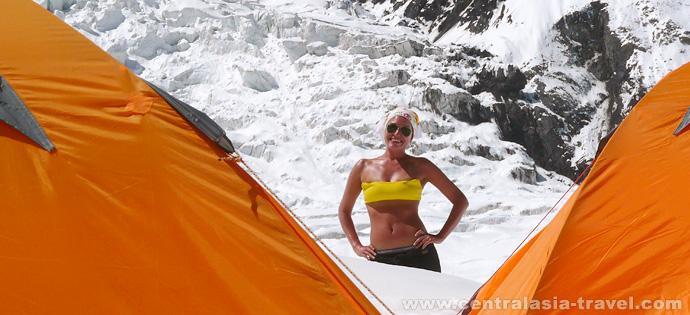 Фото, базовый первый лагерь. ледник пика Ленина. Активный семейный отдых. Приключенческий тур с треккингом в горах Памира. Пик Ленина, Памир, Кыргызстан