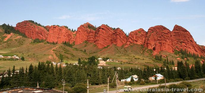 Ущелье  Джеты-Огуз, тур в Кыргызстан