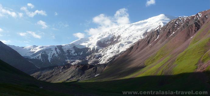 Camp de base. tourisme d'aventure. alpinisme. Randonnée. Pic Lénine, Pamir, Kirghizstan