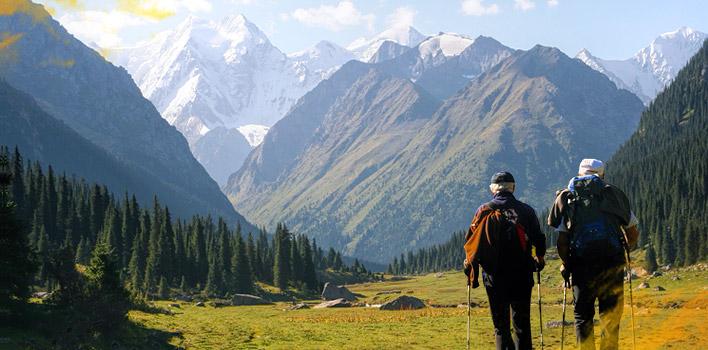 Trekking en Terskey Alatau (Ala-Too) cerca del lago Issyk-Kul (las montañas de Tian Shan)