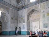 Основное помещение мечети Кок-Гумбаз (XV век). Шахрисабз, Узбекистан