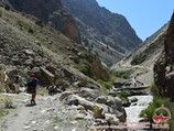 On the way to the confluence of the Aksu and Karasu rivers (2860m). Pamir-Alay area, Kyrgyzstan