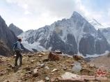 Вид на пик Аксу (5355 м). Баткенский район Ошской области, Кыргызстан