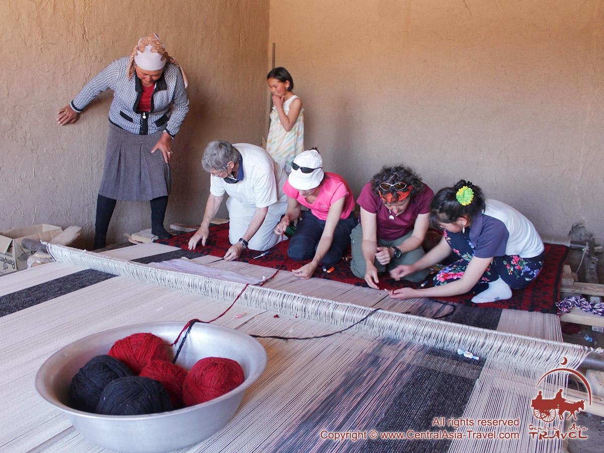 Le tissage de tapis dans le Pamir