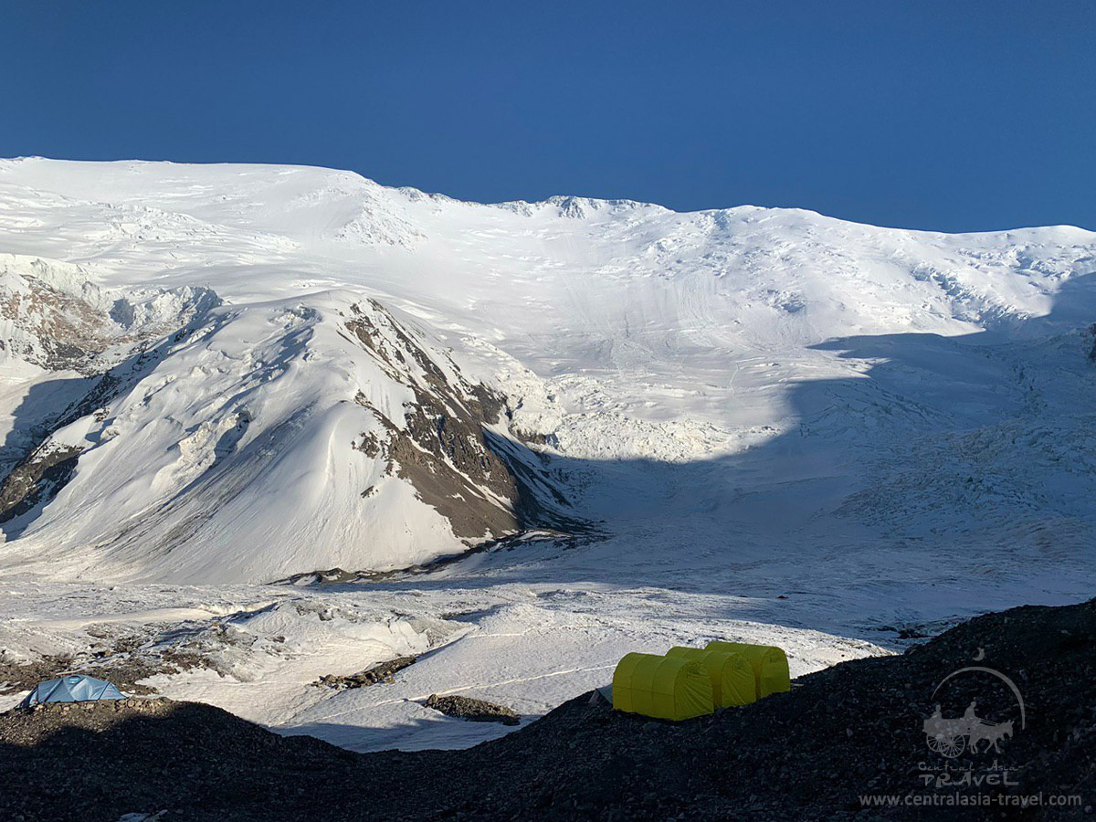 Лагерь 1 (4400 м). Пик Ленина, горы Памира
