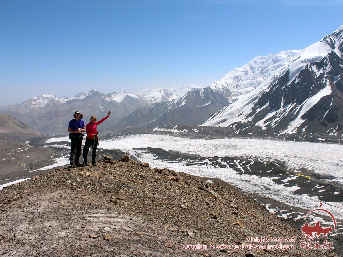 Promenez-vous dans le camp 1. pic Lénine, Pamir, au Kirghizistan