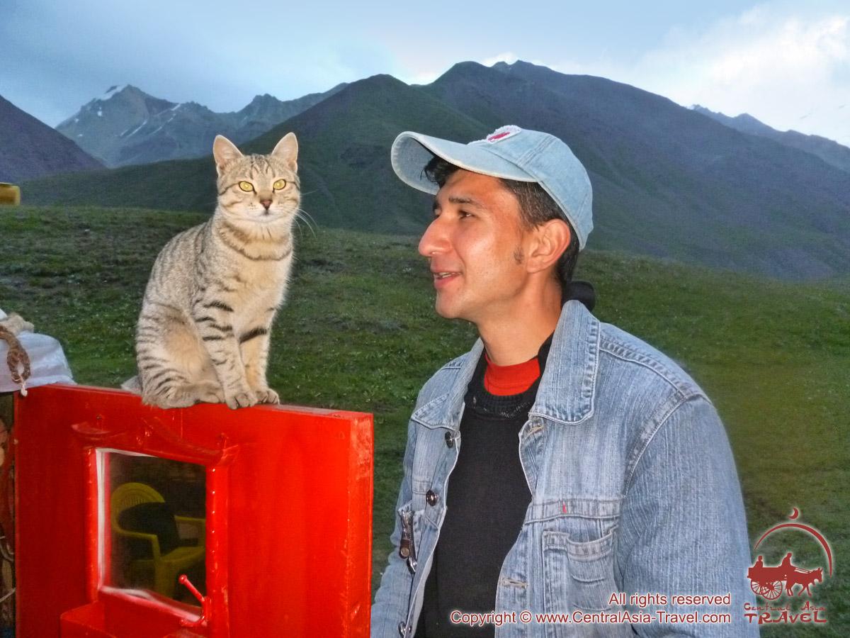Dans le camp de base du pic Lénine. Pamir, au Kirghizistan