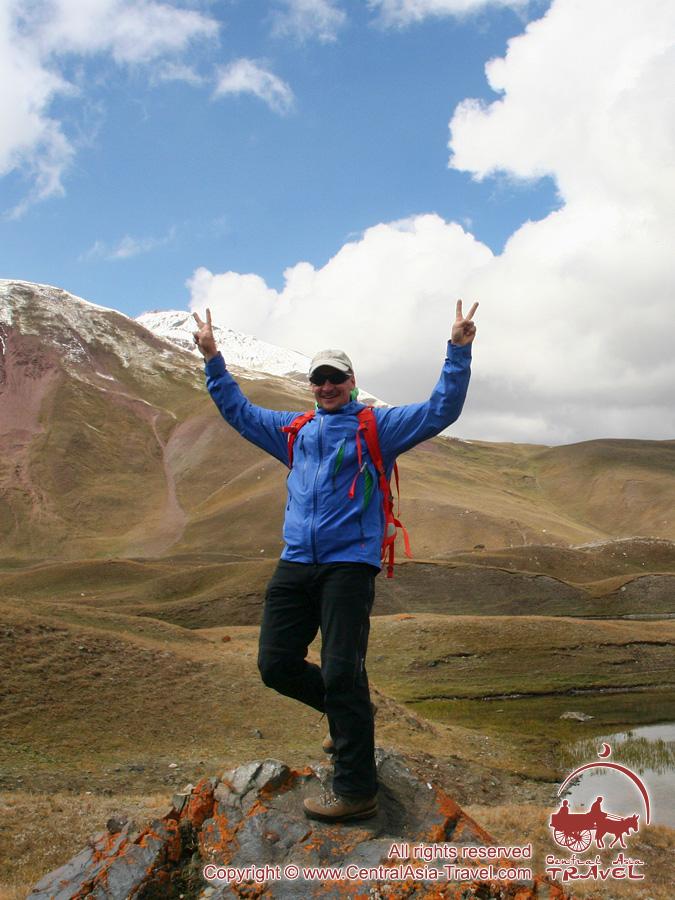 Caminando en los lagos. Pico Lenin, Pamir, Kirguistán
