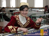Fabrique de broderie d'or a Boukhara, Ouzbékistan