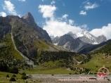 Слияние рек Ак-Тюбек и Дукёнек, долина реки Орто-Чашма. Баткенский район, Кыргызстан