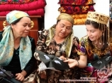 Masters of making skullcaps. Uzbek national clothes