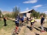 Поселок в Нуратинских горах. Велотур в Узбекистане